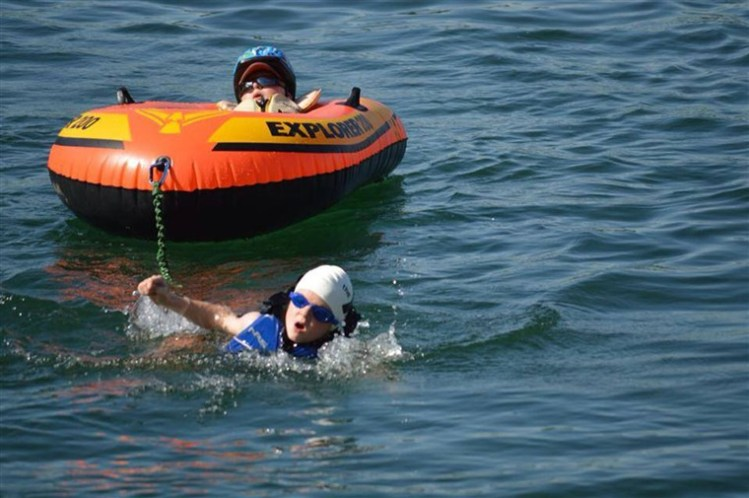 Noah-pulls-raft