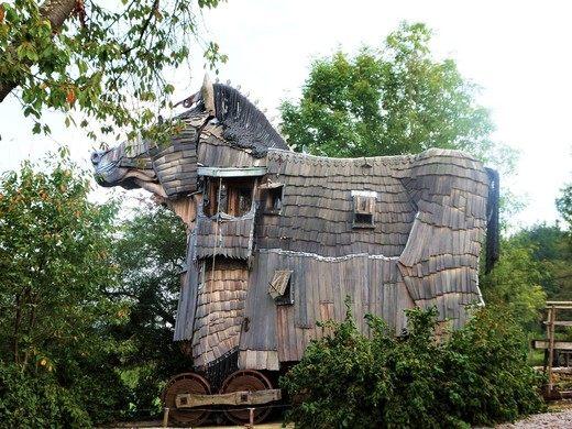 Trojan-horse-exterior