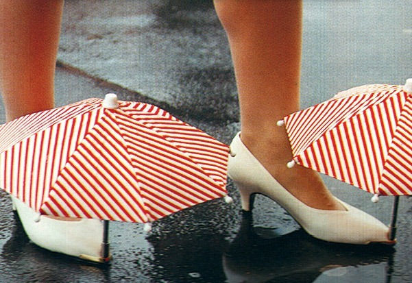 chindogu-umbrella-shoes2