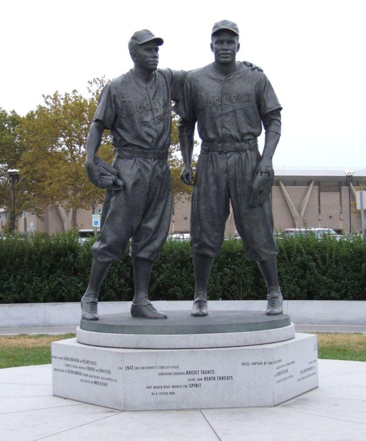 PeeWee-Jackie-statue.jpg