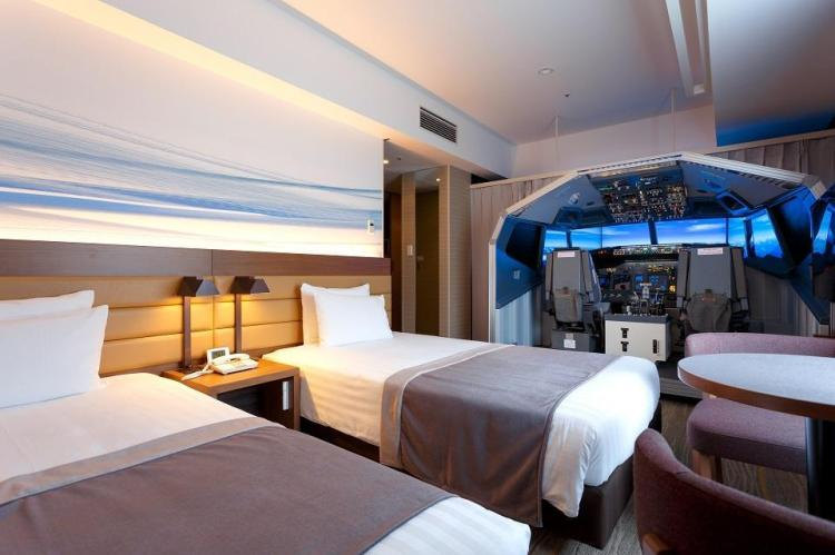 Tokyo-hotel-offering-room-with-a-flight-simulator.jpg