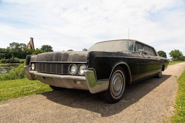Elvis-car-exterior