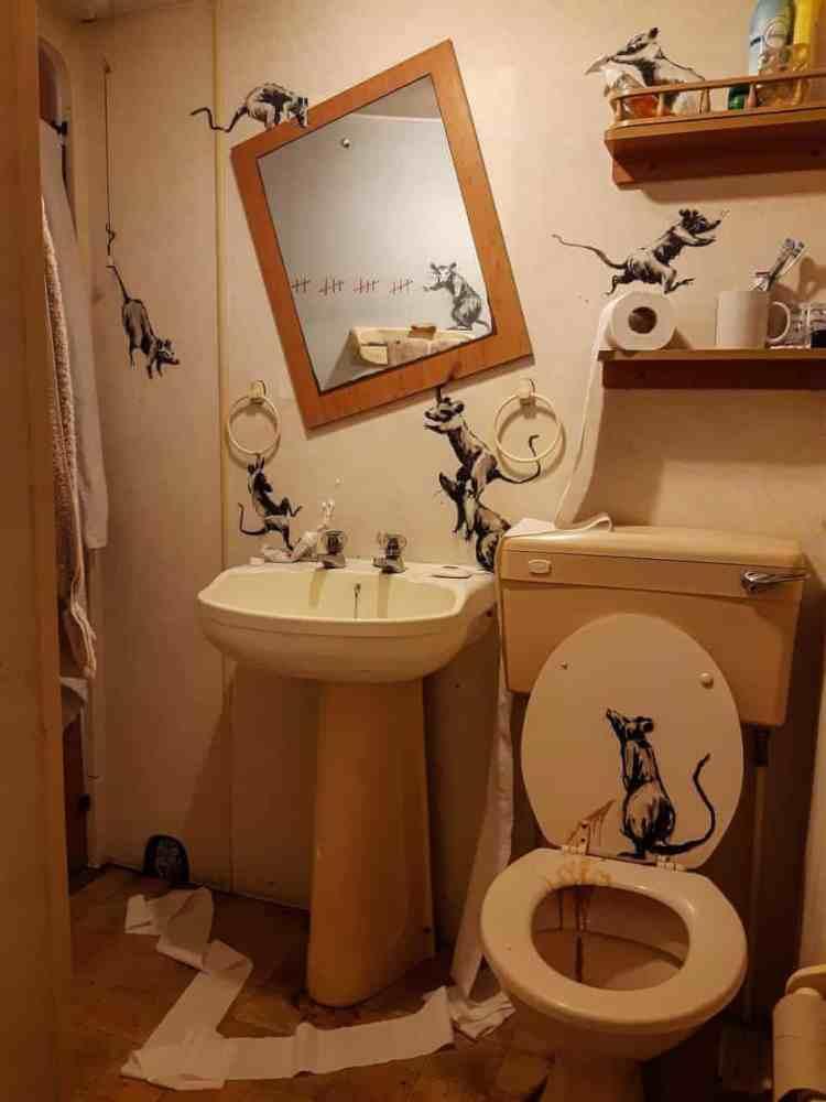 banksy-bathroom
